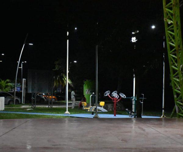 OTONIEL SEGOVIA SUPERVISA LA RECUPERACIÓN DE ESPACIOS PÚBLICOS EN EL BOULEVARD BAHÍA